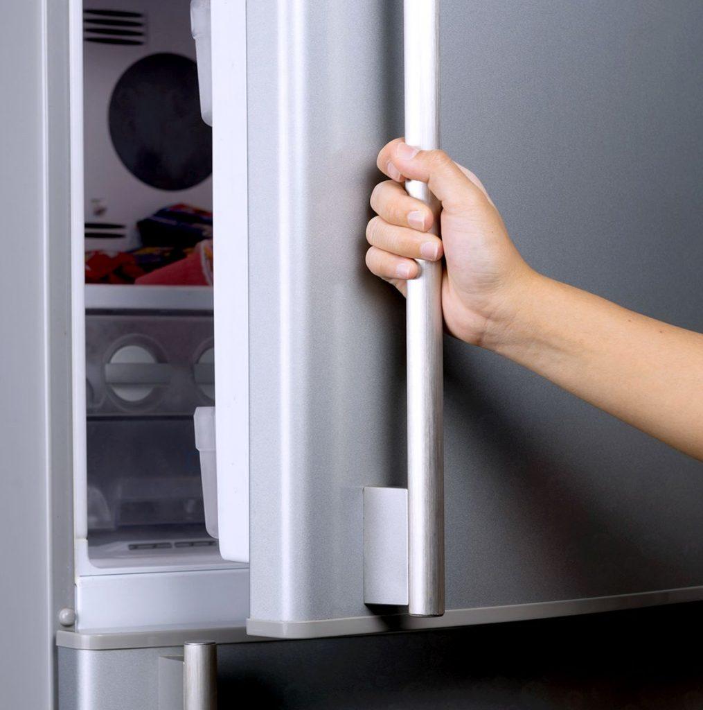 дверь холодильника