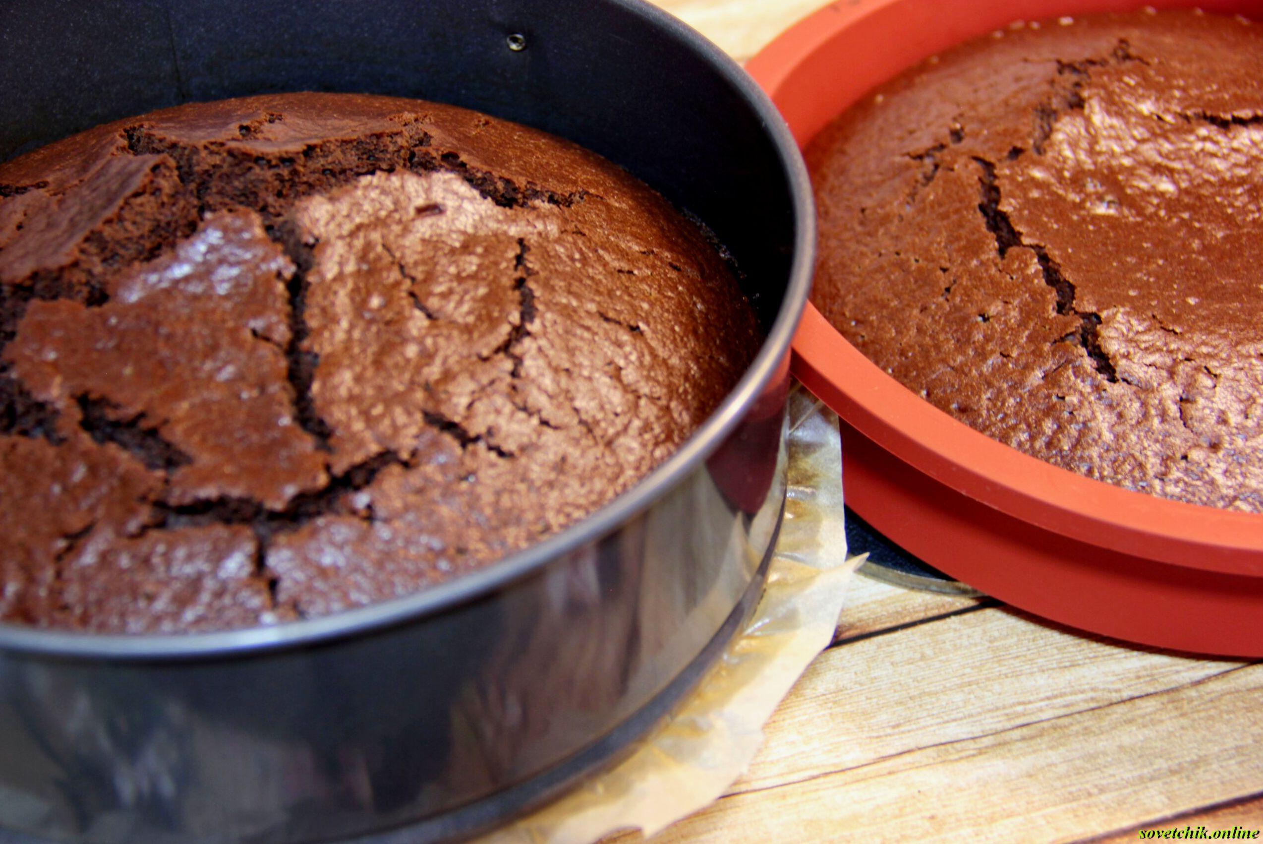 Почему при выпечке бисквит трескается